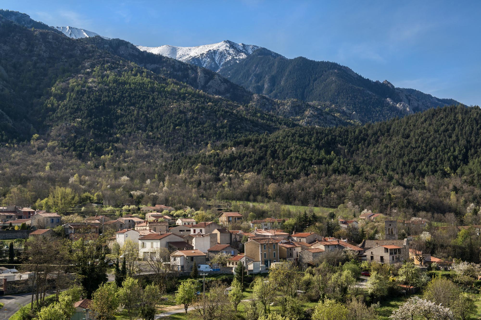 Fillols, village au pied du massif du Canigó / Michel CASTILLO-CD66
