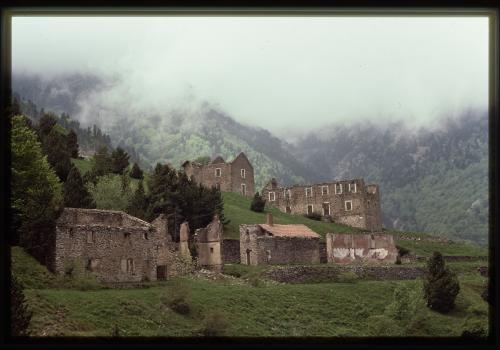 Ancienne cité minière de la Pinosa à Valmanya / B. FORT/Canigó Grand Site