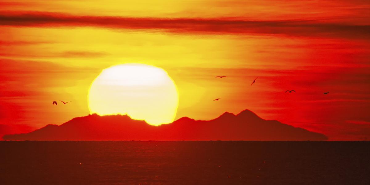 Le massif du Canigo§ vu depuis les Saintes Maries de la Mer en 2008 / Alain ORIGNÉ