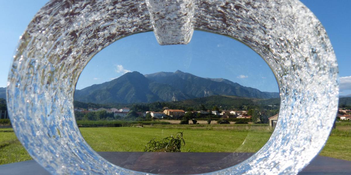 """""""Ecouter le monde"""", œuvre en verre optique massif, créée en 2005 par Bernard Dejonghe / SMCGS"""