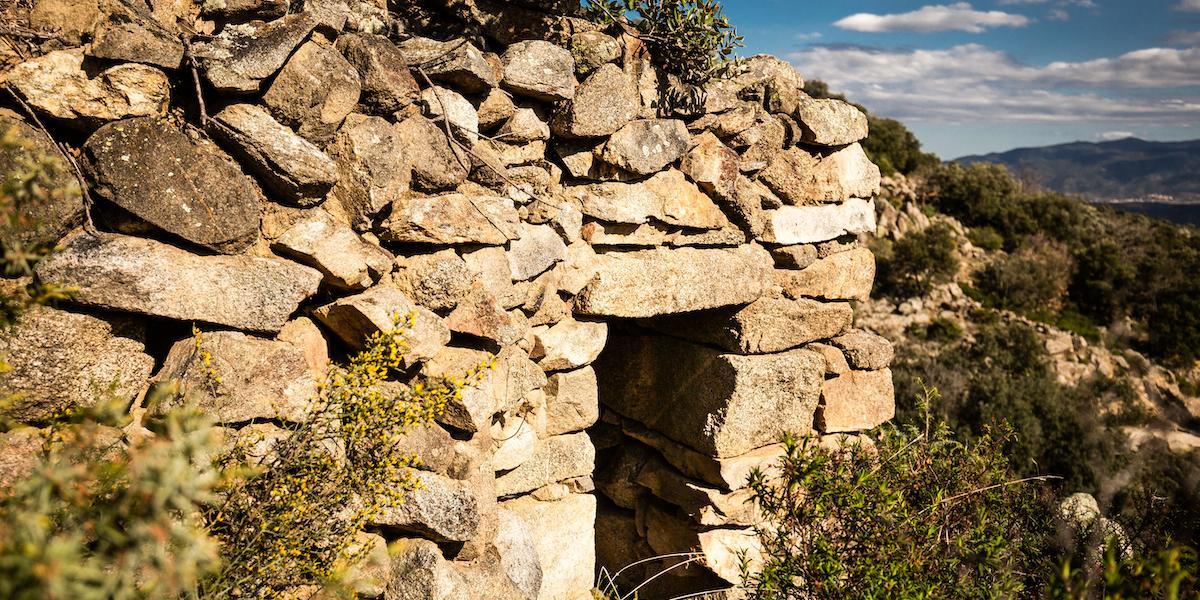 Cabane en pierre sèche à Catllar / JC MILHET