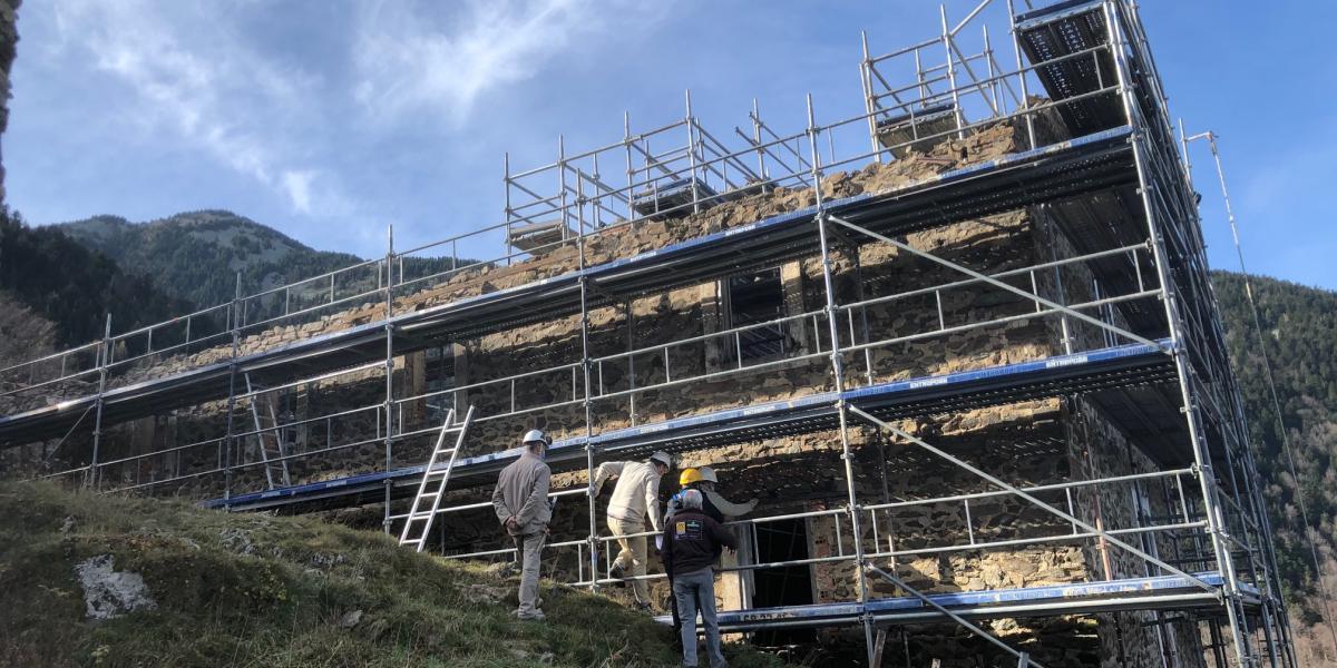 Travaux de consolidation des bâtiments en l'état sur la Pinosa / Canigó Grand Site
