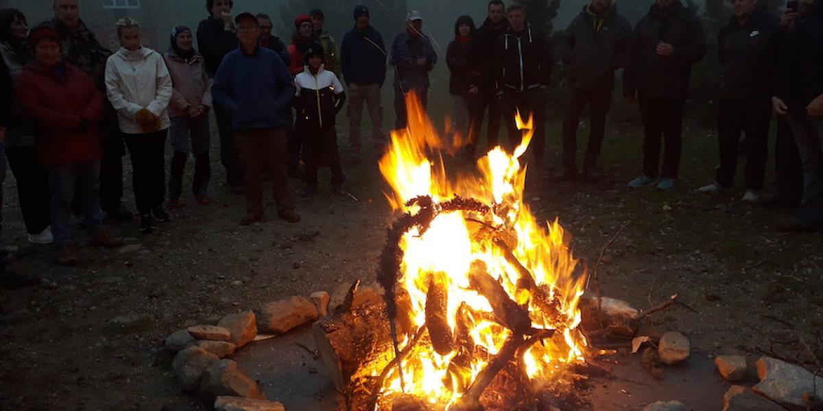 Feu central devant le refuge des Cortalets à la Trobada 2019 / SMCGS