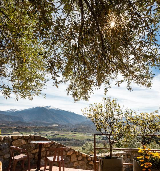 Une table pour 2 avec vue sur le Canigó / JC MILHET